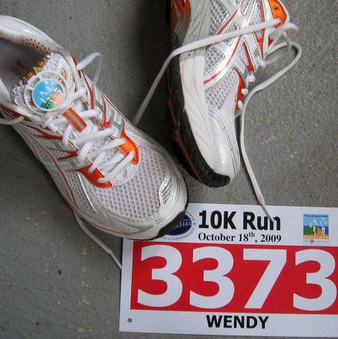 running fashion - timing chip and race bib